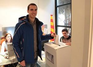 L'Ernest votant a la consulta del 9N