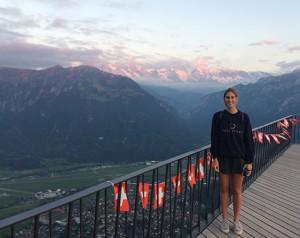 Agost al mirador Harderkulm a Interlaken amb vistes a la Jungfrau