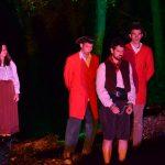 Primer dia de la caminada teatralitzada 'Llinatges' amb ple en les dues sessions