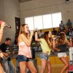 La música de les Macedònia reuneix els més petits, pares i mares al pavelló de Taradell
