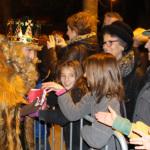 Una pluja de confeti celebra l'arribada dels Reis d'Orient a Taradell