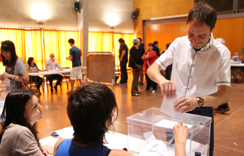 lluis-verdaguer-votant-eleccions-muncipals-2015