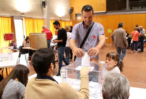 salvador-clot-votant-eleccions-municipals-2015