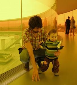 Al rainbow panorama de l'Aros (el museu d'art contemporani d'Aarhus)