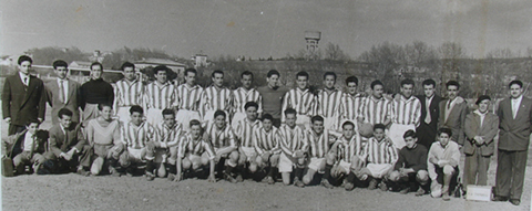 DRETS: Jordi Recoder; Isidre Reig (can Magí), Lluis Serra (can Zic), Joan Roma (can Cotxes);  Pere Sellés (satre); Josep Esquís (xixu); Segimon Masnou; Angel Madrid; Pere Vilamitjana (can Mansa); Josep Prat (de Manlleu); Josep Pladevall; Baldomero Freixas (mero); Ramon baucells (cal oliaire);