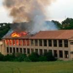 Un acte vandàlic podria estar darrere l'incendi de la fàbrica El Tint