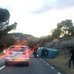 Bolcada espectacular d'un cotxe a la carretera de Mont-rodon