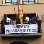 Pancarta per demanar l'alliberament dels presos polítics al balcó de l'Ajuntament
