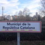 Cartells de 'Municipi de la República Catalana' a Taradell