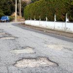 """Els veïns de La Roca continuen reclamant millores a la urbanització i acusen el consistori de """"deixadesa"""""""