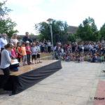 S'inaugura l'Arbre dels drets de l'infant davant del parvulari de Les Pinediques