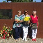 Familiars dels taradellencs morts a la Guerra Civil, Joan Papell i Pere Ausió, els recorden al cementiri de Cervera