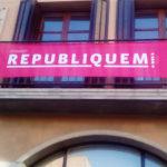 L'Ajuntament penja la pancarta 'Republiquem' per mostrar el compromís amb la República catalana