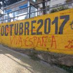 Han fet pintades a l'Espai 1 d'octubre i s'han endut les pancartes de l'Ajuntament de Taradell durant la nit
