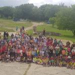 El Col·legi Sant Genís i Santa Agnès ha fet la 11a edició de la caminada intergeneracional
