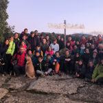 Una setantena de taradellencs pugen al Castell de Taradell per il·luminar la creu