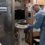 Quatre taradellencs treballen en una de les tres empreses que fabriquen un nou respirador d'emergència