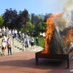 La flama del Canigó encén un any més la foguera de Sant Joan a Taradell