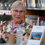 Maria Sellés presenta a la Biblioteca el seu primer llibre de poemes 'Sargint la xarxa'