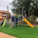 La Plaça del Sol compta amb un nou parc infantil