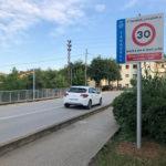 Taradell instal·la senyalització que recorda que és un municipi amb una limitació de velocitat de 30 km/hora